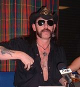 Lemmy Kilmister si Courtney Love au cantat alaturi de Camp Freddy (Video)