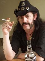 Statui cu Lemmy si Slash intr-un oras din Anglia
