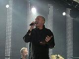 Phil Collins prefera sa locuiasca singur