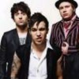 Solistul Fall Out Boy compune cantece de leagan