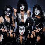 Urmariti noul videoclip Kiss, Modern Day Delilah!
