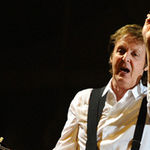 Paul McCartney la un pas de a deveni basistul Them Crooked Vultures