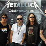 Sute de fani Metallica stau de doua zile in fata stadionului din Peru (video)