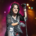 Alice Cooper prezinta categoria Best Rock Album in cadrul premiilor Grammy
