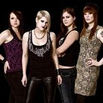 Solista Kittie se alatura celor care isi lovesc 'fanii' in concerte (video)