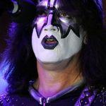 Chitaristul Kiss discuta despre echipamentul folosit pe scena (video)