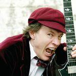 Angus Young (AC/DC) a implinit 55 de ani