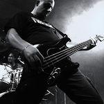 Basistul L.O.S.T. este tatic !