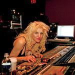 Courtney Love vrea sa vanda drepturile de autor ale lui Kurt Cobain