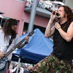 Urmareste concertul sustinut de Korn in lanul de grau (video)