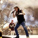 Solistul AC/DC discuta despre pasiunea sa pentru masini (video)