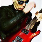 Joe Satriani joaca alaturi de Brad Pitt