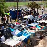 Fanii brazilieni ai lui Paul McCartney asteapta concertul in cort