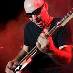 Joe Satriani a lansat un nou videoclip: Light Years Away