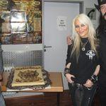 Lemmy a primit un tort cu whiskey din partea lui Doro (foto)