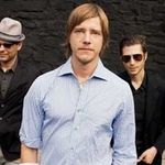 Interpol incheie turneul britanic sub privirile Arctic Monkeys