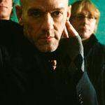REM ofera grauit prima piesa de pe album