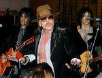 McBob prezinta echipamentul folosit de Guns N Roses (video)