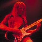 Chitaristul Whitesnake discuta despre Gary Moore