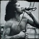 Fostii membri AC/DC vor canta in memoria lui Bon Scott