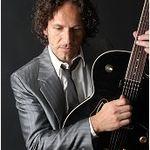 Chitaristul Def Leppard: Pirateria este benefica pentru trupa