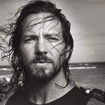 Eddie Vedder colaboreaza cu Josh Homme