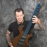 Fostul basist Megadeth are un model Grosmann fabricat in Romania