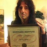 ALICE COOPER a primit doctoratul de la Musicians Institute