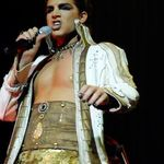 Adam Lambert il admira pe Rob Halford pentru ca a recunoscut ca este gay