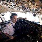 BRUCE DICKINSON isi lanseaza companie de mentenanta aviatica
