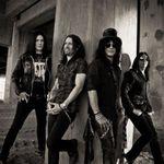 Duff McKagan din nou alaturi de Slash (video)