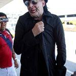 Marilyn Manson si-a vopsit un mare F*ck You pe fata