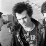 Sex Pistols: Videoclip pentru 'Holidays In The Sun' filmat in 1977 (videoclip)