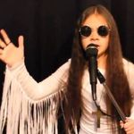 O fetita de 10 ani canta piese Black Sabbath