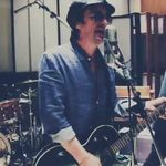 Fostul chitarist Guns N Roses a lansat un nou single