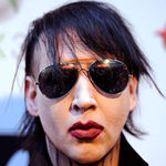 Marilyn Manson a ajuns cantaret de karaoke (video)