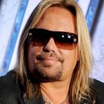 Vince Neil a lovit un fan in timpul concertului din New Mexico (video)