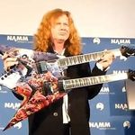Megadeth: Vezi indeaproape noua chitara Dean signature Mustaine (video)