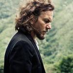 Eddie Vedder (Pearl Jam) impotriva legilor SUA cu privire la detinerea armelor