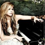 Avil Lavigne - Let Me Go (videoclip nou)