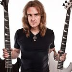 Basistul Megadeth primeste primele exemplare din autobiografia sa (video)