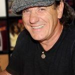 Solistul AC/DC, doctor?