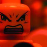 Piesele LEGO se apuca de metal