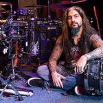 Mike Portnoy, suparat pe un fan care a venit pentru autograf cu un tricou din era Mangini