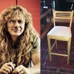 Un scaun asamblat de catre Dave Mustaine, scos la licitatie