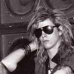 Duff McKagan vorbeste despre primul sau concert dupa ce a renuntat la bautura si droguri- extras din biografie