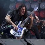 Postura fizica a lui Trujillo in timpul concertelor explicata de artist