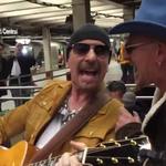 Cei de la U2 au cantat deghizati la metroul din New York