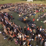 1000 de artisti au interpretat 'Learn to Fly' pentru ai convinge pe Foo Fighters sa cante la ei in oras