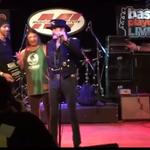 Robert Trujillo i-a oferit  Bass Player Lifetime Achievement Award lui Lemmy Kilmister - video